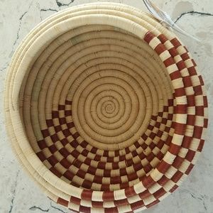 Global Goods Partners Accents - Handwoven Rwandan fruit basket bowl